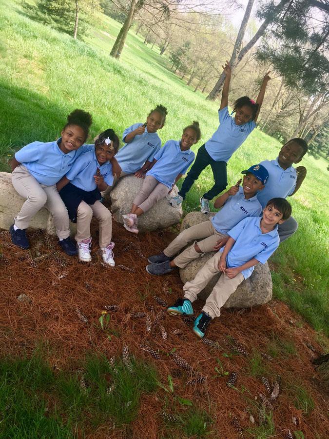 KIPPsters go on a field lesson on our campus, exploring the natural habitats.