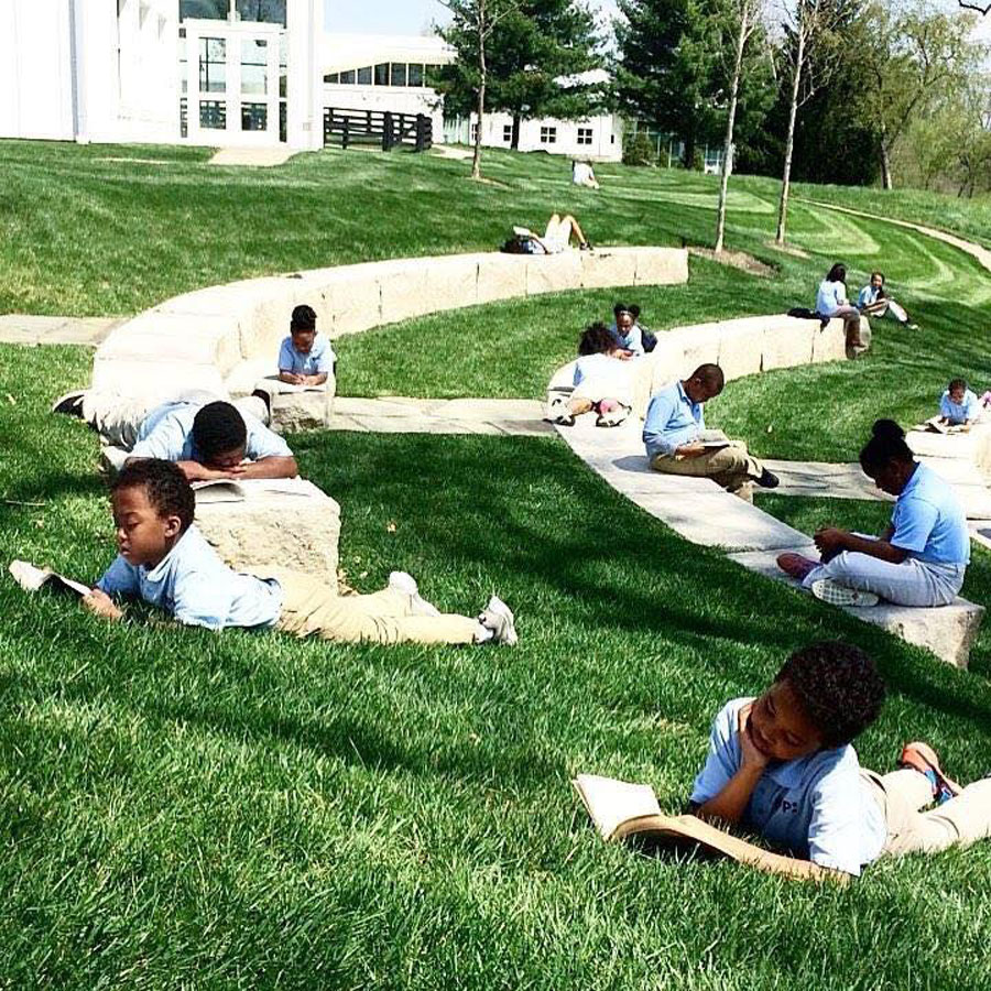 KIPPsters reading in the outdoor amphitheater at KCE