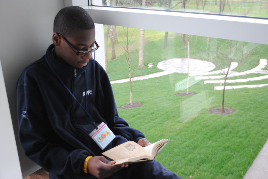 A KIPPster reads in the grove of KCM overlooking the courtyard.